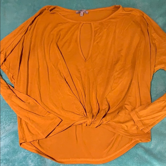 Charlotte Russe Tops - Charlotte Russe knot front top